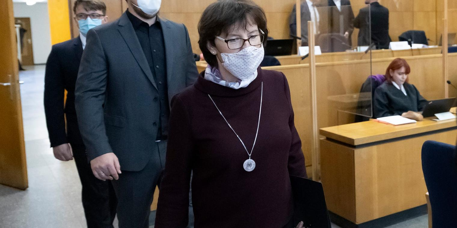 FRANKFURT AM MAIN, GERMANY - NOVEMBER 16: Walter Luebcke's widow, Irmgard Braun-Luebcke (R), and her sons arrive in the courtroom for the hearing in the trial of the murder of the politician Walter Luebcke at the Higher Regional Court on November 16, 2020 in Frankfurt am Main, Germany. Stephan Ernst, who has a history of right-wing extremism, is accused of shooting Walter Luebcke, a politician of the German Christian Democrats (CDU) in the state of Hesse who had been outspoken in his support of refugees. The trial is due to come to a verdict next month. (Photo by Ronald Wittek - Pool/Getty Images)