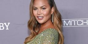 Model Chrissy Teigen übt scharfe Kritik an Donald Trump.