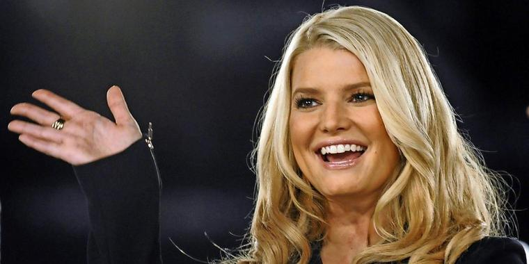 US-Sängerin Jessica Simpson winkt in Long Beach bei der Women's Conference Night (Archivfoto).