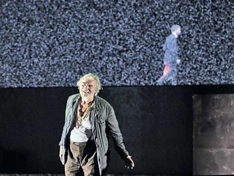 "Peter Simonischek als Prospero in William Shakespeares ""Der Sturm"""