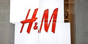 illuminated sign of H&M- rotulo luminoso PUBLICATIONxNOTxINxUK