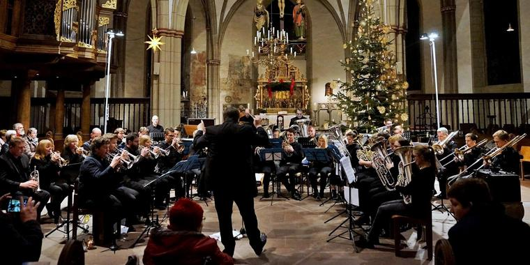 """A Christmas Festival"" mit Michael Menschings Brass Band."
